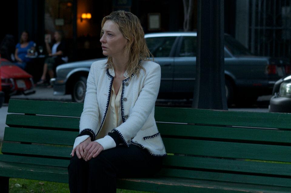 Кадр из фильма Blue Jasmine (2013)